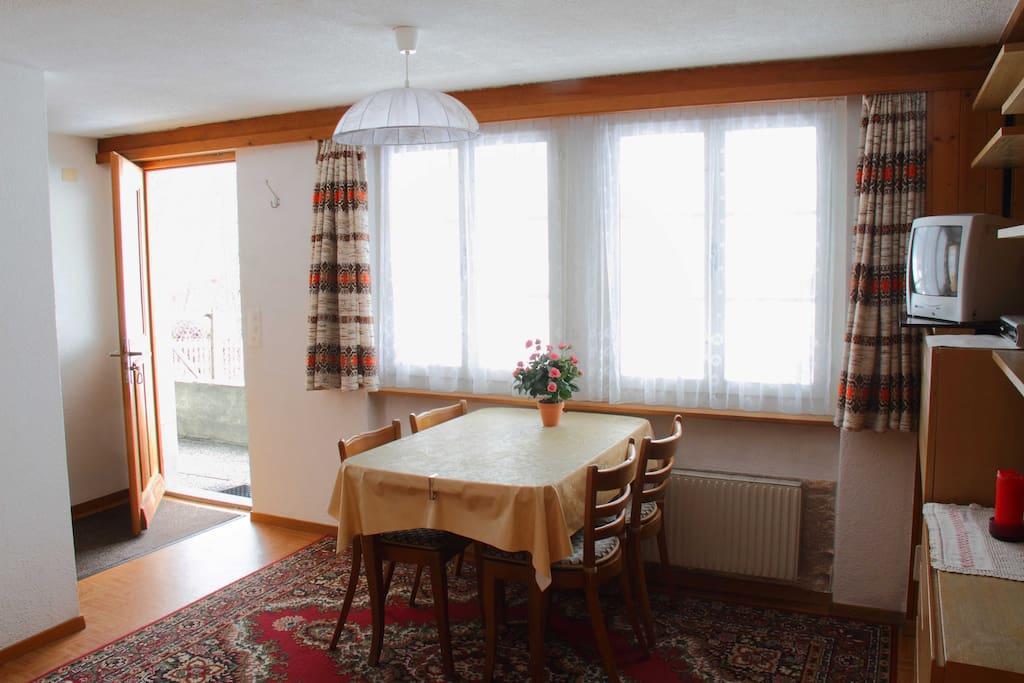 studio im chalet beim see g nstig und gut wohnungen zur miete in grindelwald bern schweiz. Black Bedroom Furniture Sets. Home Design Ideas