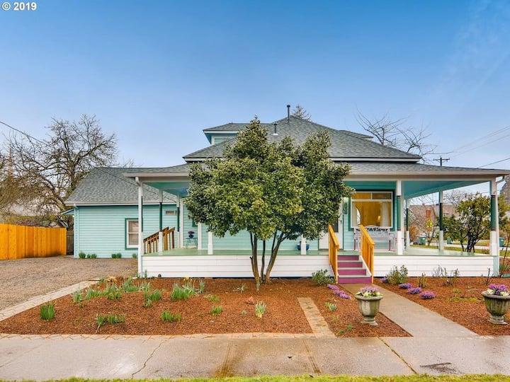 Historic Hillsboro Garden Apt - 4 blocks from Max!