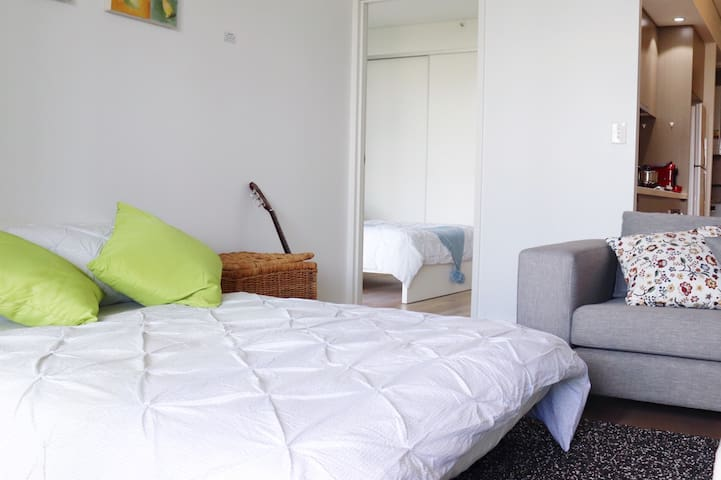 Modern Apt close to Westfield Hornsby & Train Stn