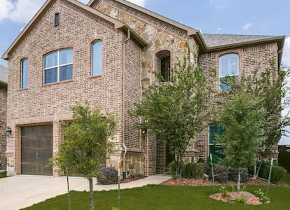 North Fort Worth Home- Modern Comforts - Fort Worth