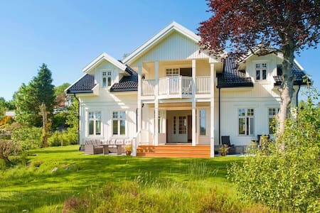 Nær Bergen ved sjøen - Fjell - House