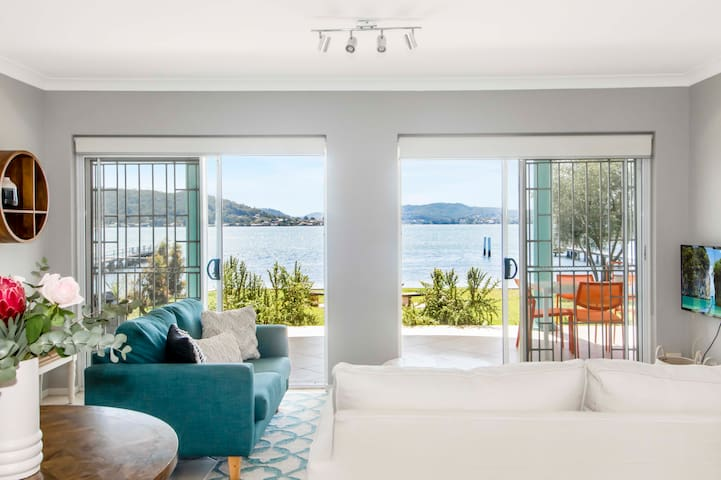 Glady and Arts waterfront apartment with jetty