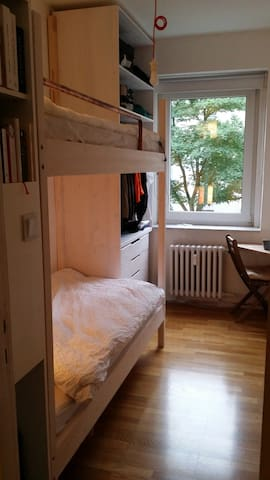 Cosy room in Berlin-Westend