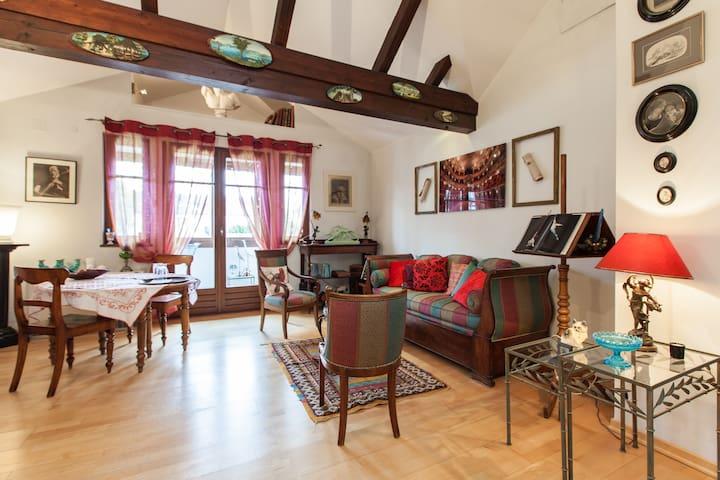 Appartement d'artiste dans maison de charme