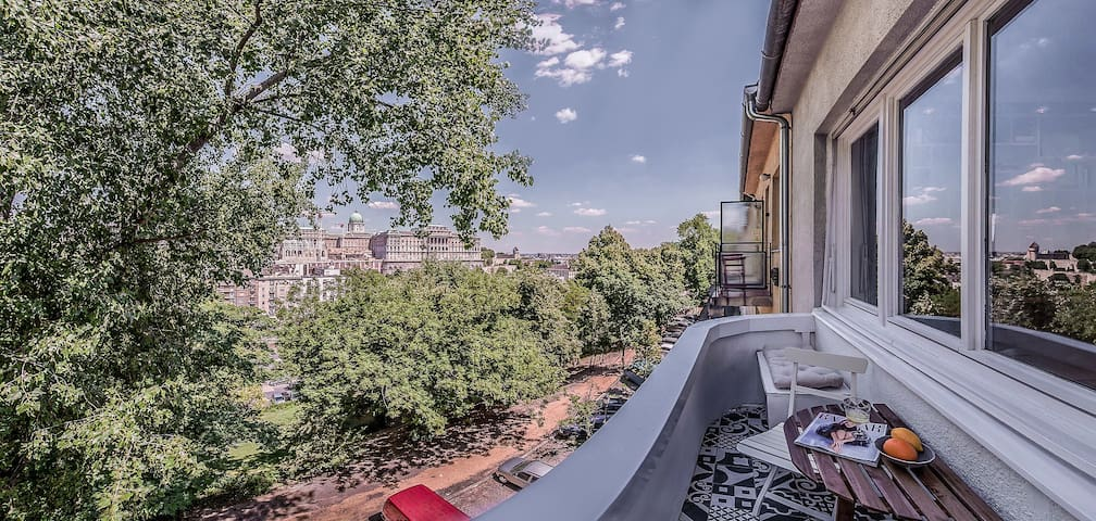Your Lovey-Dovey Condo with a view to Buda Castle