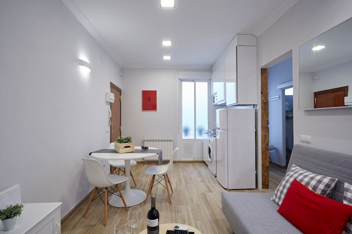 BRIGHT NEW APARTMENT in LAVAPIÉS