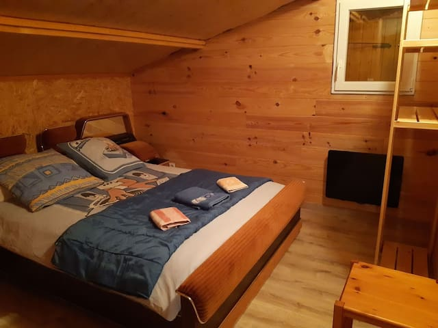 Chambre du 1er étage lit 140x200