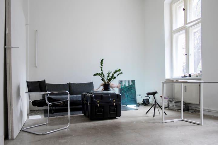 Raw / Minimalist Apartment Neukölln - Berlin - Appartement