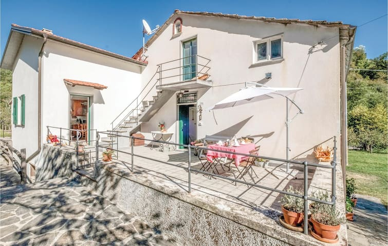 Holiday cottage with 3 bedrooms on 110m² in Varese Ligure SP
