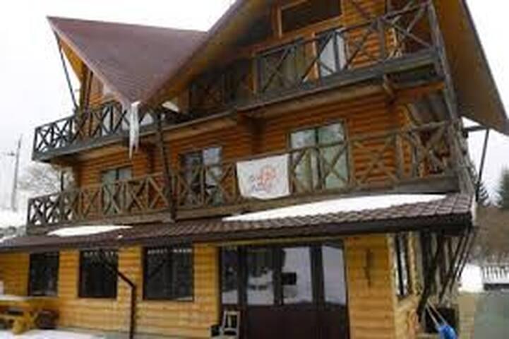 Номер 11 - Slavs'ke - Huis