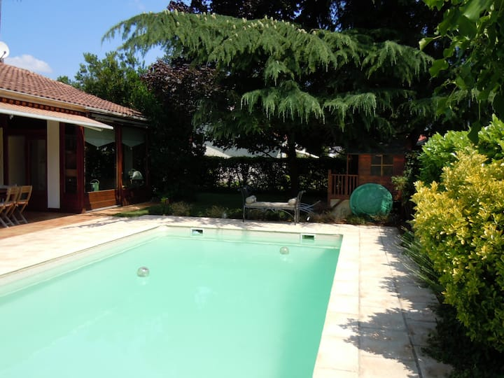 Family home & pool near Bordeaux