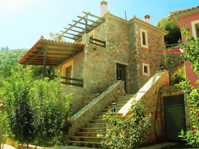 3 B/R VILLA PARNONAS  - Arcadia - House