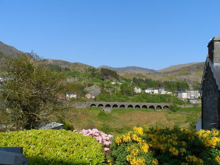 Bron View - Cosy Quarryman's Cottage