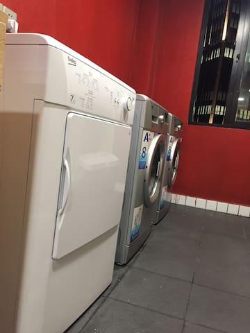 洗衣房 洗衣机➕烘干机 很爱有木有 出行很方便啵