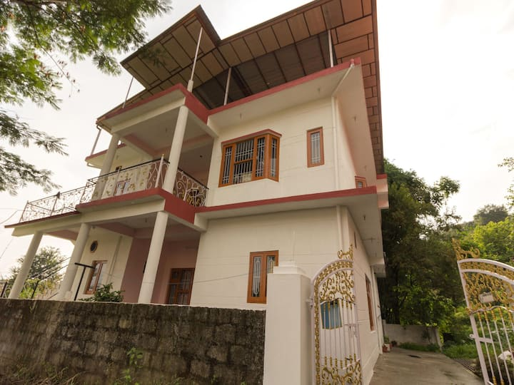 OYO - Homely 1BR Stay, Dharamshala