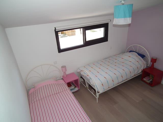 Chambre Enfant de deux lit de 90cm