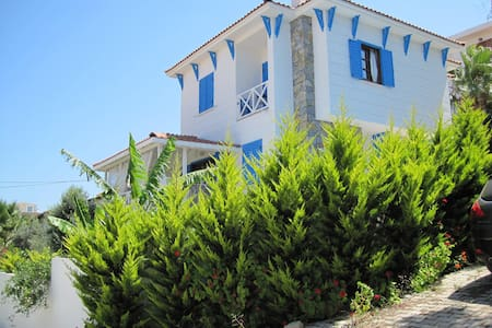 Sunny, spacious house with plenty of outside space - Çeşme