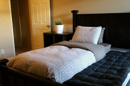 Comfy & Private with Own Bathroom Safe & Clean - Glendale