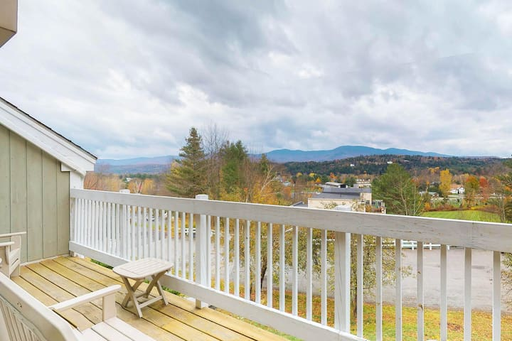 Cozy condo near slopes w/ mountain view plus pool, hot tub, & fitness room