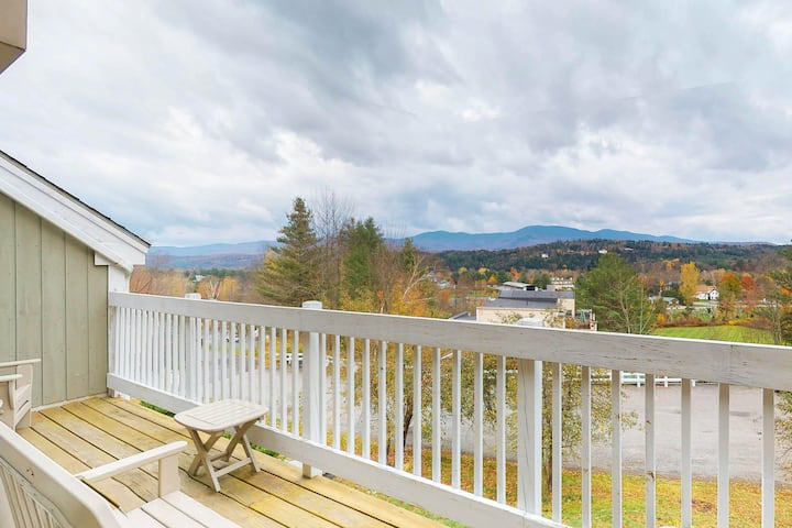 Charming condo near slopes w/ mountain view plus pool, hot tub, & fitness room