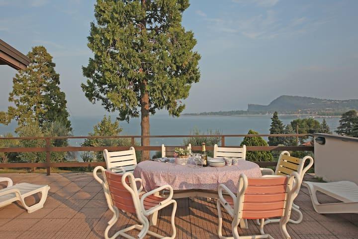 Appartamento diretto a lago con piscina e tennis