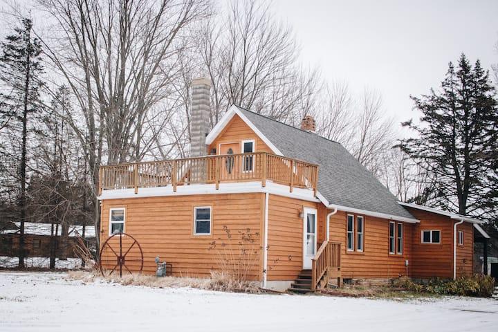 Little Farm Lakeview Studio