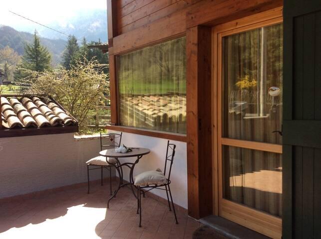 Villetta di testa,giardino privato con barbecue - Onore - Villa