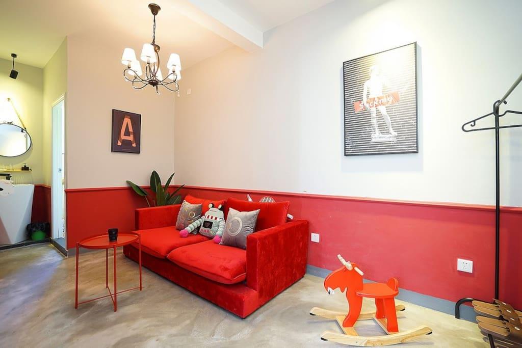 一房一厅在二栋4.5层,共有两个颜色主题,特殊要求请提前告知