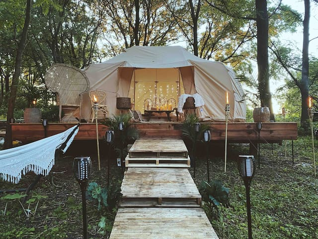 Harlow's Hideaway Glamping (Pool has launched)