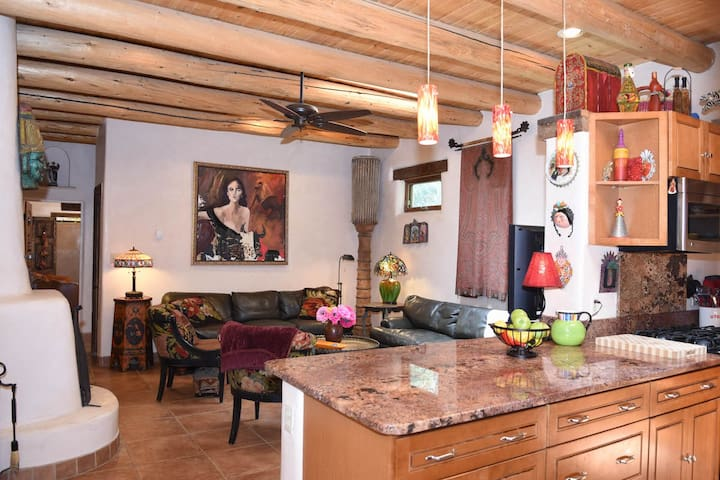 Enchanting Taos Villa 2Bed/3Bath #2, Walk to Plaza