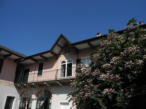 Il prospetto della casa verso il cortile interno