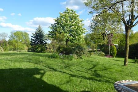 Maison de campagne, grand jardin, au calme