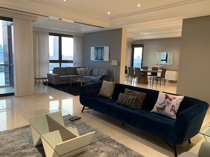 Grand Three Bedroom with Sea View