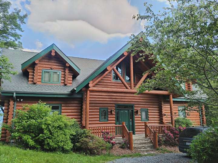 Blowing Rock Upscale Cabin with Fabulous Views
