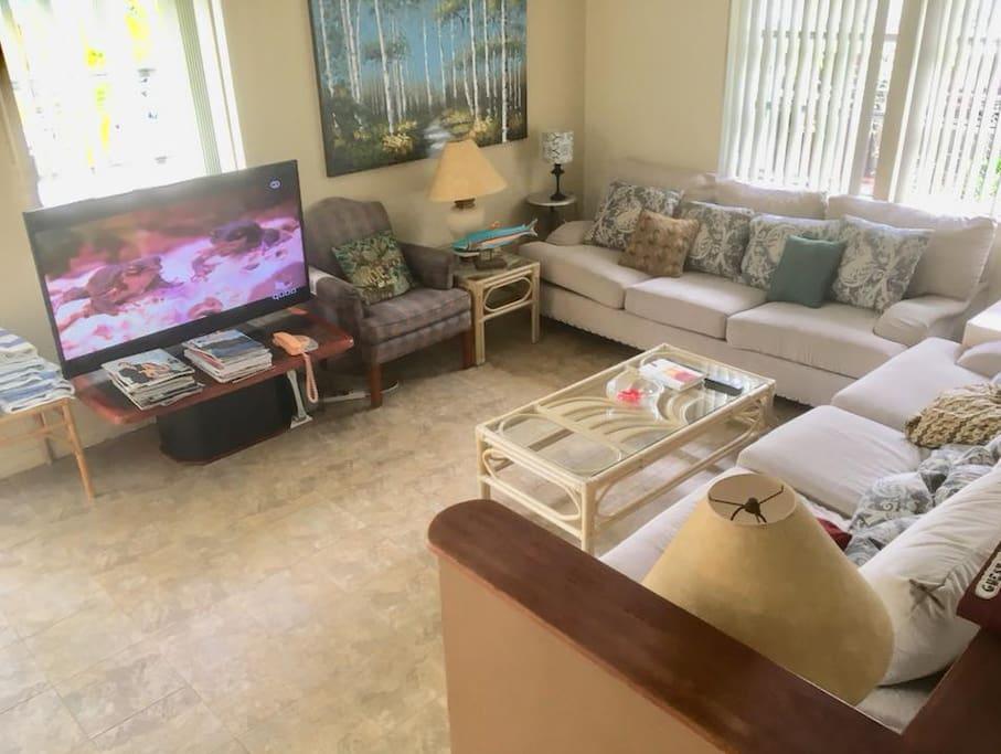 spacious living room/lounge