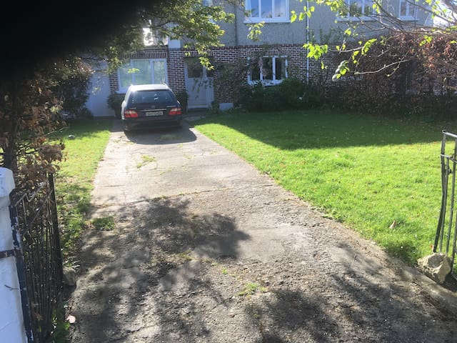 Family Home with everything you need in Dublin - Goatstown - Casa