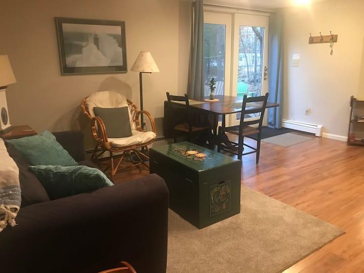 Cozy spacious private Guest Quarters/apartment