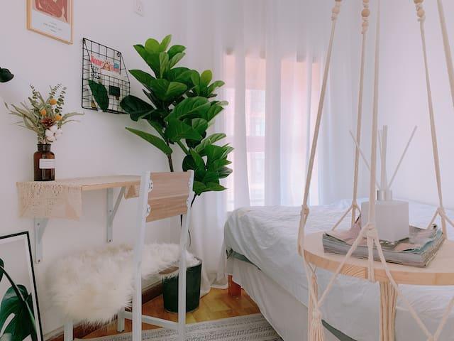 【单人房间】市中心新天地 高评分250平超大客厅高层公寓 对面是会展中心 近七号线皇岗村站与福田口岸