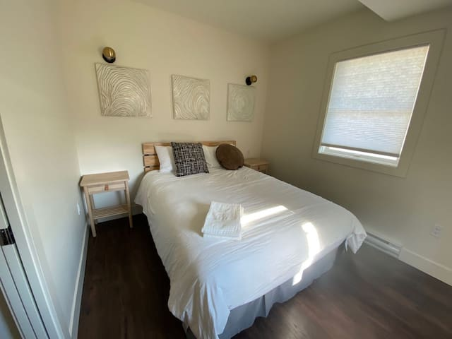 Brand new 1 BR 1 Bath. Close to all. Walkable