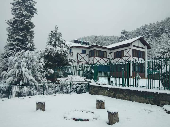 Room in Pahalgam with direct access to the stream