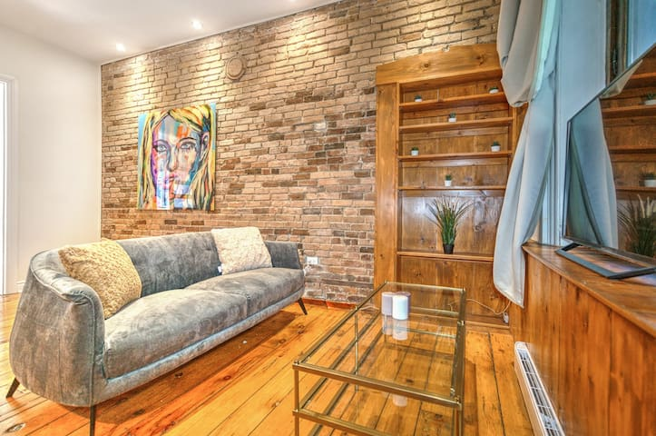 Charming Brick Loft in Old Port of Montreal