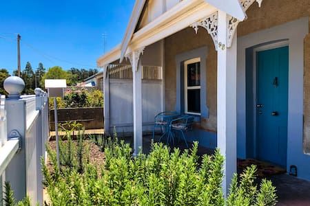 Refurbished miners cottage minutes from Moonta Bay