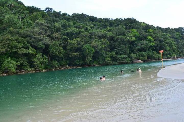 BERTIOGA-CASA 600 mts DA PRAIA DA ENSEADA