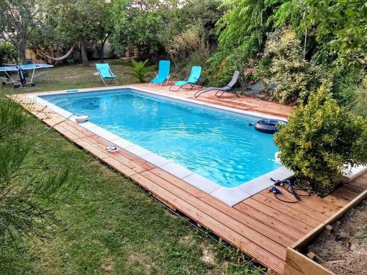 Maison calme avec piscine privative proche centre