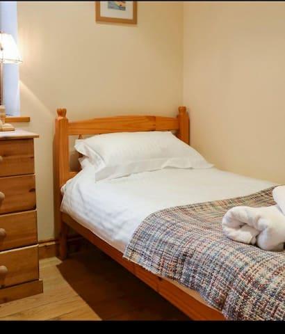 Bedroom3, single.