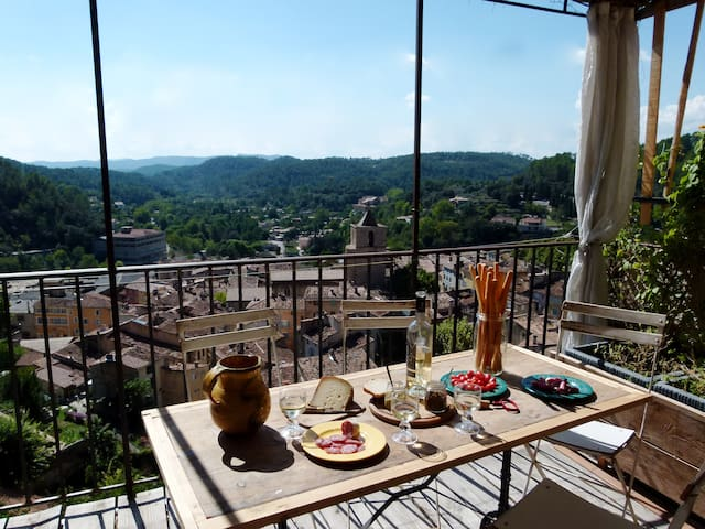 Loft perched atop a rocky hill overviewing Barjols