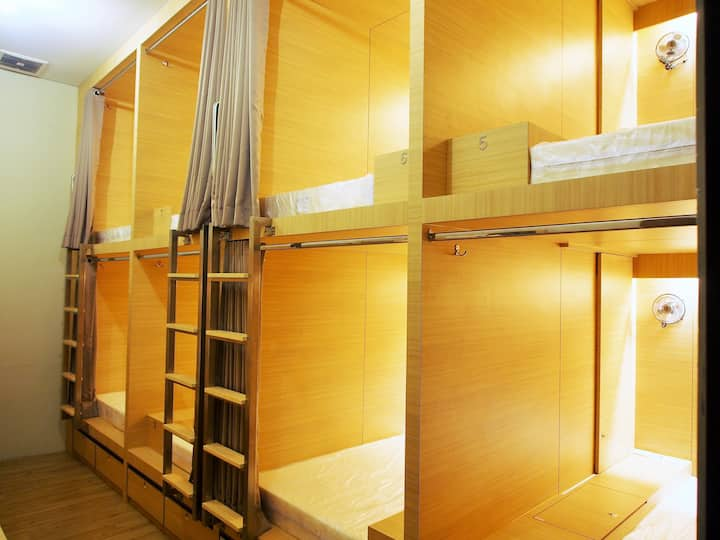 Comfortable 8 Person Dormitory