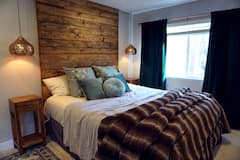 Cozy%2C+Upscale+Studio+Apartment+in+the+Trees