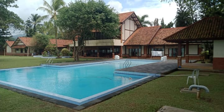 SEA FRONT VILLA POOL AND PRIVATE BEACH ANYER