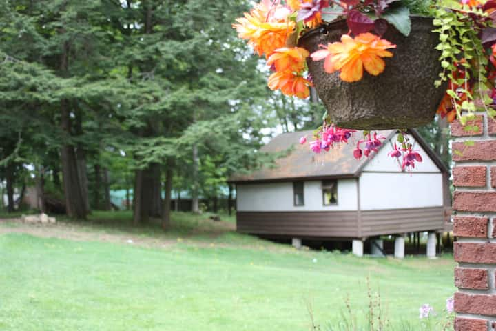 "Lakeside Bliss! ""Mapleview"" 2 bdrm in Muskoka"